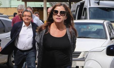 Marqueteiro e esposa algemados em Curitiba. Será que vão manter a boca fechada? (Veja o vídeo)