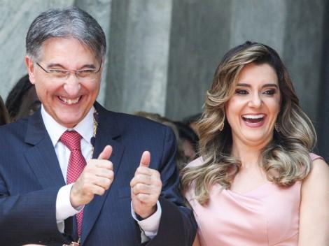 Governador de Minas Gerais, repete Dilma e dá foro privilegiado para a esposa