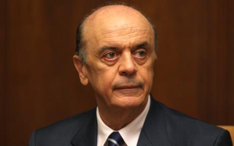 Ministro José Serra se impõe, muda atitude do Brasil e Venezuela recua