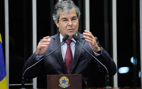 Senador que diz que Dilma está 'sitiada' é o mesmo que armou plano contra Moro (veja o vídeo)