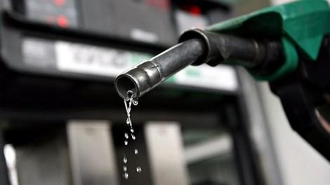 Químico cria gasolina sem uso de petróleo, mas 'invenção' dá cadeia (veja o vídeo)