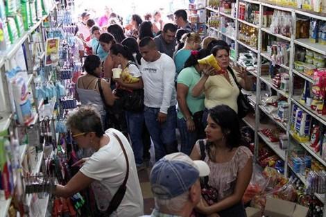Venezuelanos invadem Colômbia em busca de alimentos e remédios