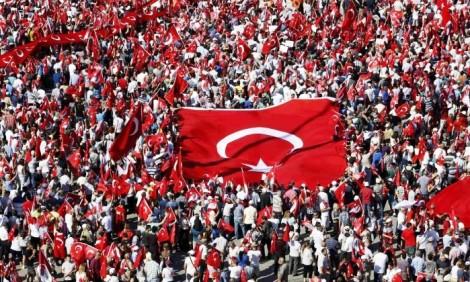 Turquia, pós golpe, a qual Dilma comparou o impeachment, fecha jornais, emissoras de TV e rádios