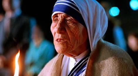 Oração a Madre Tereza de Calcutá contagia católicos do mundo inteiro (veja vídeo)