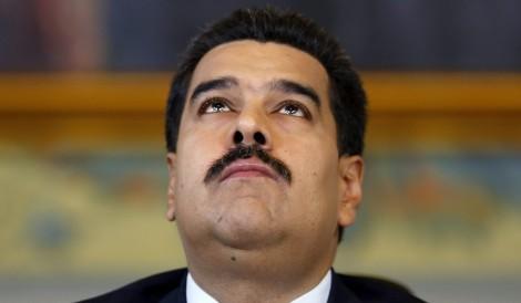 Maduro corre para não ser linchado, mas não admite entregar o cargo (veja vídeo)
