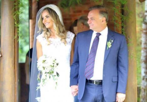 Dentista jovem, bela e bem sucedida casa-se com ex-deputado, bem mais velho e denunciado na Lava Jato