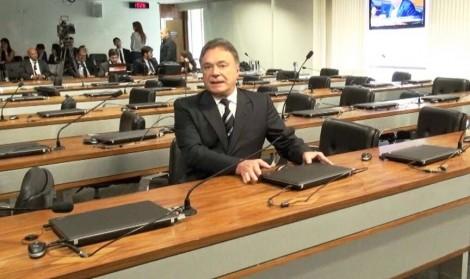 Relator é abandonado na votação da PEC que pede o fim do 'foro privilegiado'