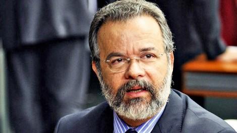 Hipócrita, ministro da defesa lava às mãos sobre problemas do sistema prisional
