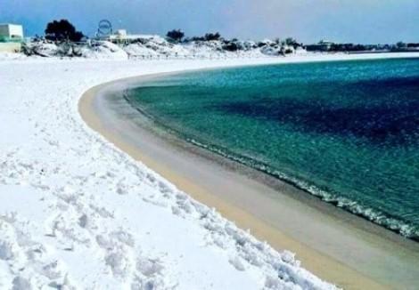 Previsão de Nostradamus: neve inédita em praia de clima quente da Itália