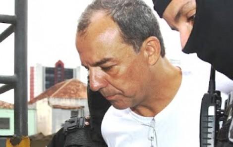 Num beco sem saída, Cabral decide delatar