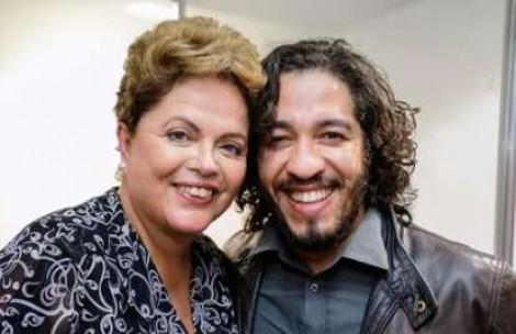 Dilma, alucinada, reaparece nas redes sociais para defender mandato de Jean Wyllys (Veja o Vídeo)