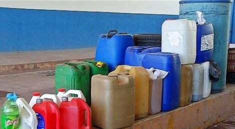 Combustível brasileiro é fonte de renda clandestina para bolivianos na fronteira com o Brasil (veja vídeo)