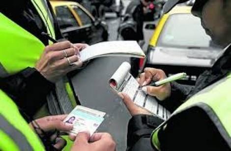 Fiscais são flagrados com radar, aplicando multas de trânsito clandestinamente em SP (veja o vídeo)