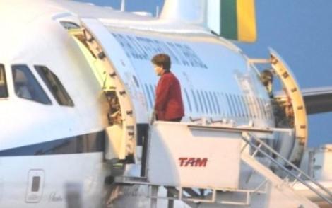 Angorá autoriza tour pela Europa de presidenta cassada e mais quatro assessores