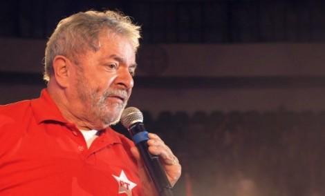 Lula mente quando diz que vai viajar o país