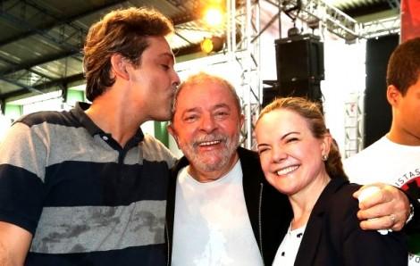 Nem Lula confia em 'lindinho' e faz opção por Gleisi