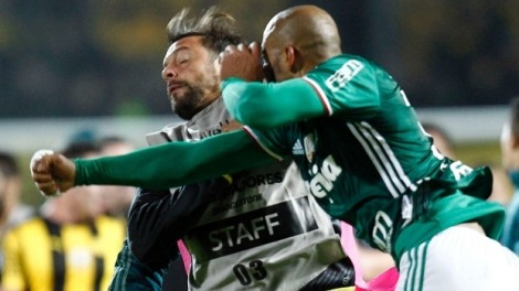 Palmeiras vence em Montevidéu, mas é encurralado por pancadaria no fim do jogo (veja o vídeo)