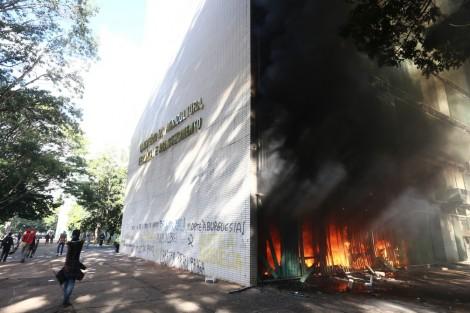 Protestos demonstram que PT quer retomar o poder na marra