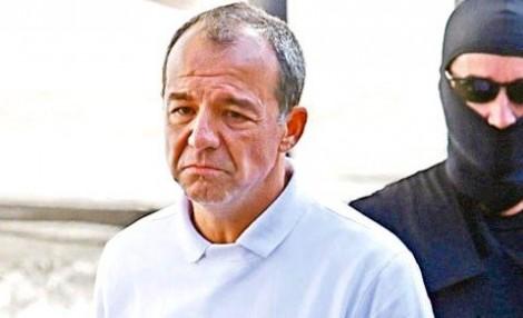 Cabral definha e sobrevive graças a antidepressivos