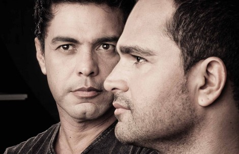 Luciano, enciumado com Zezé, causa constrangimento em gravação