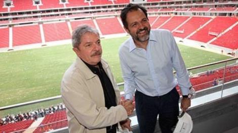 Governador petista de Brasília passou a perna até nos operários da obra do estádio