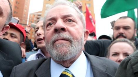 Após exigir ser ouvido em Curitiba, Lula tenta suspender depoimento e Moro nega