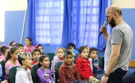 Na pior crise da história do RS, escritor recebe R$ 80 mil mensais para palestrar em rede pública de ensino