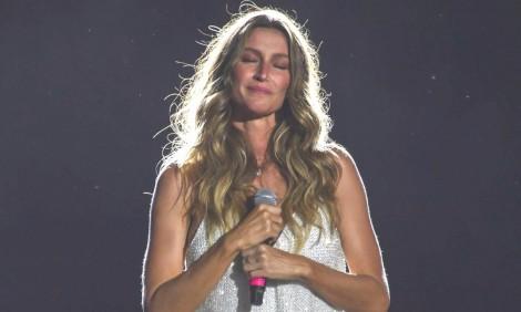 Sob ensurdecedor 'Fora Temer', Gisele Bündchen chora e lança projeto no Rock in Rio (veja o vídeo)