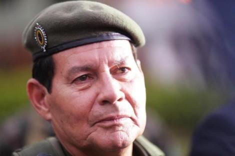 Em defesa de Mourão, senador relembra que líder do MST dentro do Planalto convocou 'guerra' (veja o vídeo)