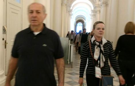 Nem na Rússia, Gleisi e Paulo Bernardo saem ilesos de vaias e hostilização