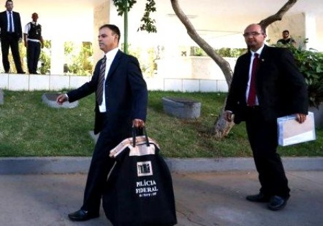Operação da PF encontra drogas e armas em casas de deputados