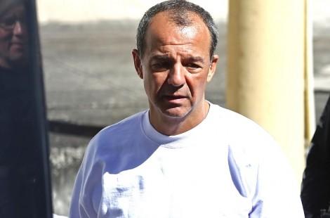 A triunfante e deprimente entrada de Sérgio Cabral no camburão (veja o vídeo)
