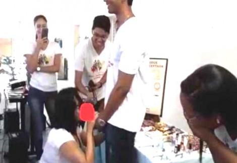 Aluna defende professora que ensina a colocar camisinha em pênis com a boca (veja o vídeo)
