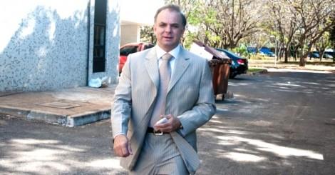 Ex-deputado, completamente bêbado, provoca gravíssimo acidente (veja o vídeo)