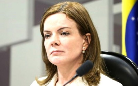 Gleisi não perde a vez e insulta presidente do TRF-4