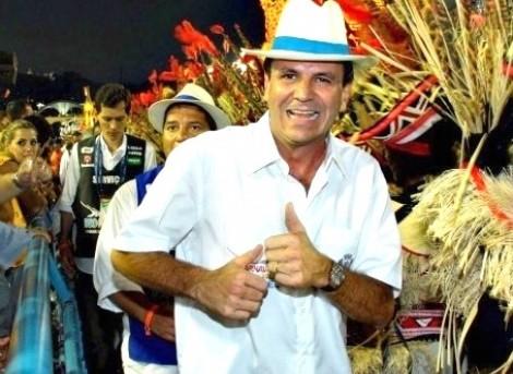 Eduardo Paz retorna ao Rio e samba enquanto assessores agridem cidadão (Veja o Vídeo)