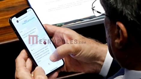 """Jucá é flagrado tratando de possível """"propina"""" pelo WhatsApp"""