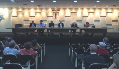 O clima esquenta e católicos perdem a paciência com a igreja (Veja o Vídeo)