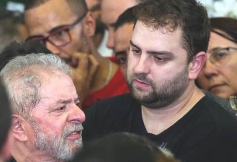 Lula e Luiz Cláudio, pai e filho, juntos no banco de réus no dia 21 de junho
