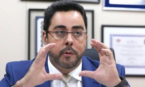 """Juiz Marcelo Bretas questiona: """"Quem, e com que autoridade, pode dizer que o Poder Judiciário não deve escutar a voz das ruas?"""""""