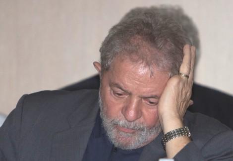Escondido no sindicato dos metalúrgicos, Lula resolve falar, mente e ataca Moro