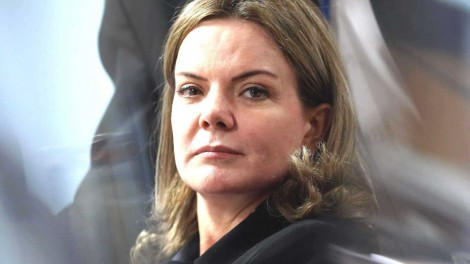 Gleisi é incluída por Zanin como advogada de Lula e terá acesso livre à cadeia