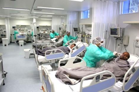 É na sala vermelha de um hospital público que ricos e pobres se igualam