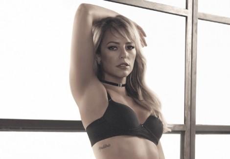Após celeuma por vazamentos de foto na internet, Paola inicia campanha publicitária de lingerie