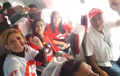 """Avião com petistas atrasa 12 minutos e ativista grava dizendo que é """"perseguição política"""" (Veja o Vídeo)"""