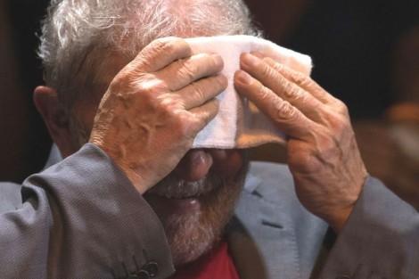 """Lula tem """"saidinha"""" para depor na terça, sem ninguém para lhe dar """"bom dia"""""""