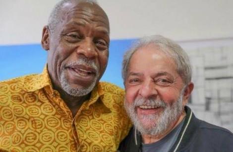 Danny Glover, que há poucos dias visitou Lula, nunca soube escolher bons amigos