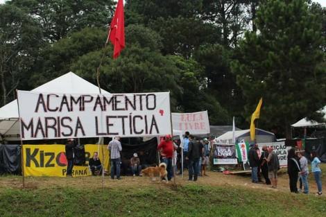 """Fim de semana e """"militontos"""" vão ver Lula com frio, chuva e crianças. Cadê o conselho tutelar? (Veja o Vídeo)"""
