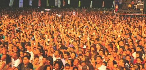 A multidão que aplaude o seu coroamento é a mesma que aplaude a sua decapitação