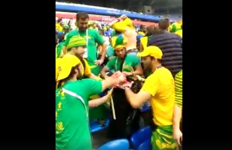 Brasileiros dão exemplo após jogo com a Costa Rica e recolhem o lixo da arquibancada (Veja o Vídeo)